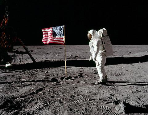 po_Apollo11-1